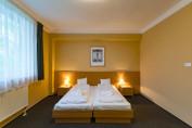 Nagy méretű kétágyas szoba (pótágyazható)