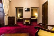 Deluxe szoba kétszemélyes ággyal és pezsgőfürdővel