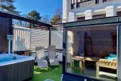 Exkluzív Grand lakosztály privát jacuzzival, szaunával - 3 hálószoba, privát terasz, bár szoba, nappali - melléképület