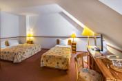 Négyágyas szoba tetőtéri