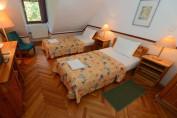 Háromágyas kétlégterű szoba tetőtéri