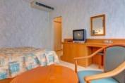 kétágyas, francia balkonos szoba - parki oldal