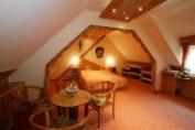 Standard kétágyas szoba a szárnyépület tetőterében