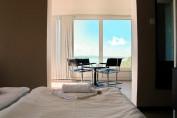 Tóra néző erkélyes kétágyas szoba pótággyal